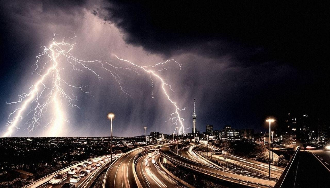 Thunderstorm Warning Looms Over Auckland Commuters Newshub