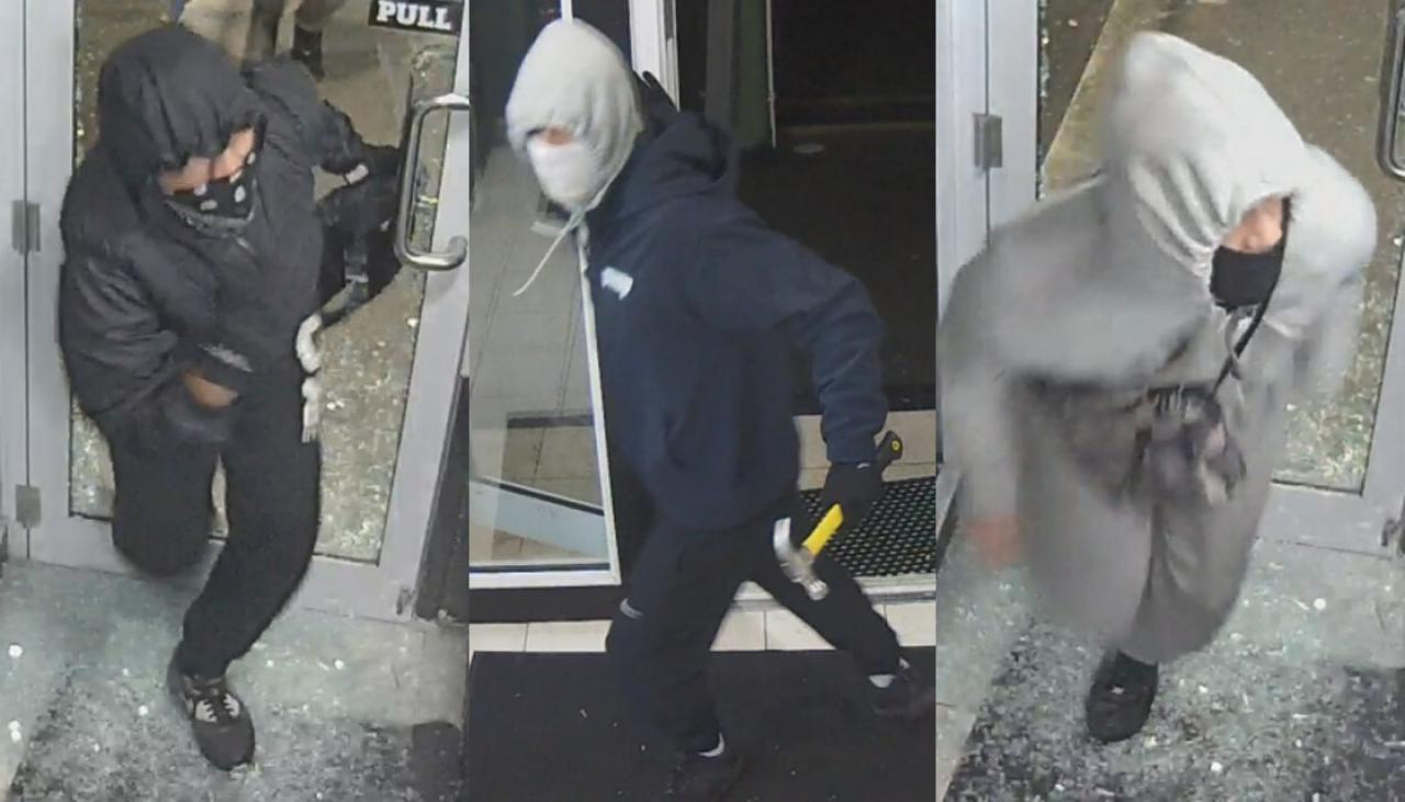 Frightening CCTV footage released after trio with hammer rob Christchurch liquor store | Newshub