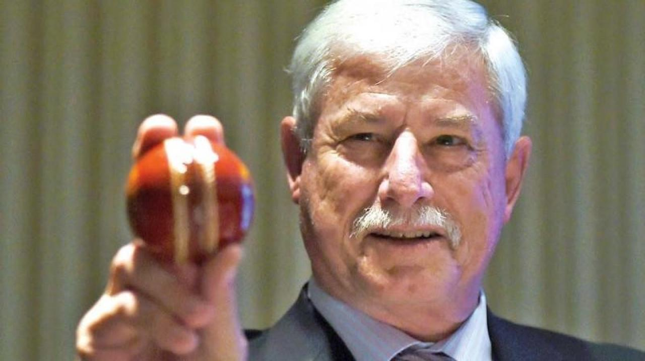 Cricket Sir Richard Hadlee Set For Surgery On Secondary