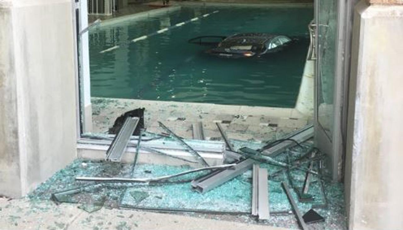 Us Senior Citizen Crashes Into Fitness Centre Swimming
